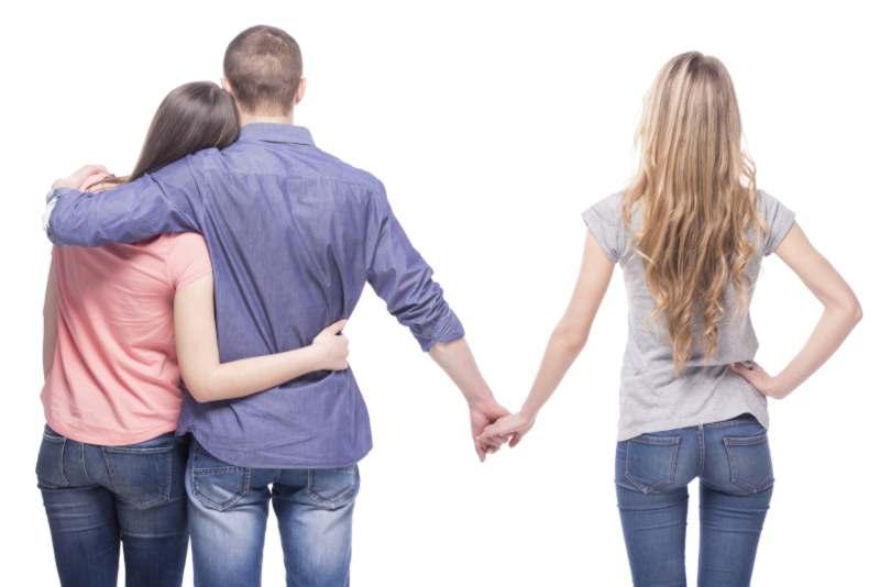האם בגידה משפיעה על חלוקת הרכוש בגירושין